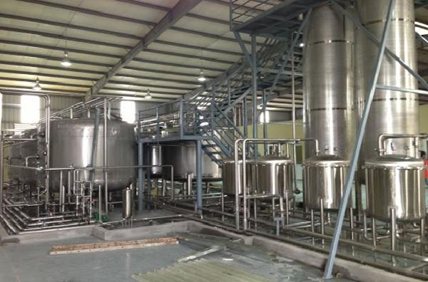 Nước cất dùng trong công nghiệp được sản xuất theo quy trình nghiêm ngặt